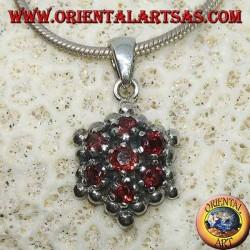 Серебряный шестиугольный кулон из 7 круглых гранатов, окруженных серебряными шарами