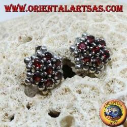 Boucles d'oreilles en argent, hexagonales formées de 7 grenats ronds entourés de sphères