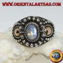 Серебряное кольцо ручной работы с радугой лунного камня (адулария) и золотыми аппликациями