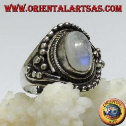 Anello d'argento con Pietra di luna arcobaleno ovale con decorazioni asimmetriche a palline