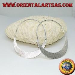 Orecchini in argento satinato a mezzaluna piatta grande