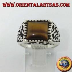 Bague en argent avec décorations de flammes et oeil de tigre carré