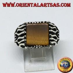 Bague en argent avec décorations de flammes et oeil de tigre carré (à plat)