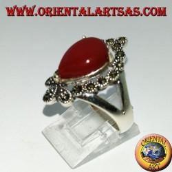 Серебряное кольцо с сердоликом в форме капли в окружении марказита