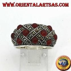 Серебряное кольцо с изогнутой полосой с десятью сферическими коронами, увенчанными марказитом