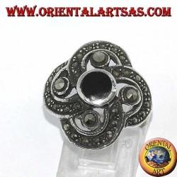 Серебряное кольцо с круглым ониксом с 4 большими марказитами, окруженными маленькими марказитами