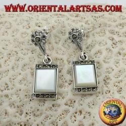 Boucles d'oreilles pendantes en argent avec nacre rectangulaire entourées de marcassites