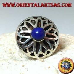 Bague en argent avec fleur de lotus sculptée d'un lapis-lazuli rond au centre