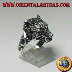 Ring aus 925er Silber mit knurrendem Wolfskopf