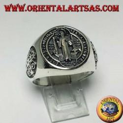 Anello in argento con sigillo di San Benedetto con croce ai lati