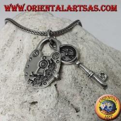 Ciondolo in argento 925 ‰ di un lucchetto e chiave con orologio