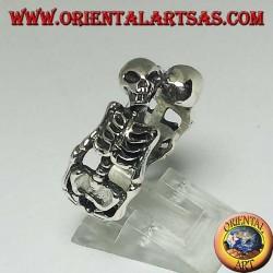 Серебряное кольцо скелетов в парах