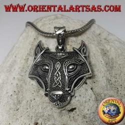 Colgante de cabeza de lobo plateado con nudo celta