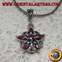 Ciondolo in argento con 5 rubini naturali a navetta + 1 tondo a formare una stella e marcasite