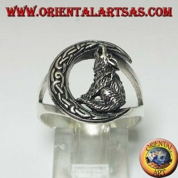 Silver wolf ring howling at the crescent with a Celtic knot