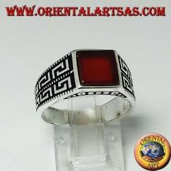 Серебряное кольцо с плоским квадратным сердоликом и двумя рядами греческого по бокам