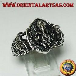 Anello in argento, di Ganesh seduto con cobra su entrambi i lati