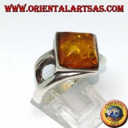 Silver ring with square natural amber mounted in a rhombus shape