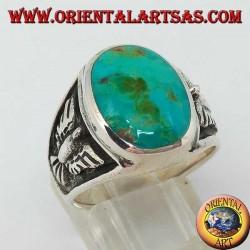 Bague en argent avec turquoise naturelle ovale et aigle en bas relief sur les côtés