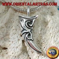 Ciondolo in argento a forma di zanna di elefante intarsiata