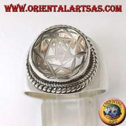 Anello in argento con Mandala inciso su cristallo di rocca tondo