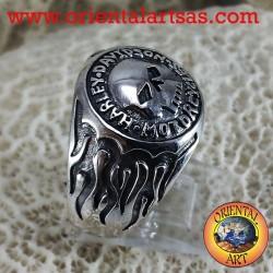 La plata del anillo del cráneo del motorista