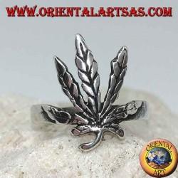 Bague en argent avec feuille de marijuana sculptée