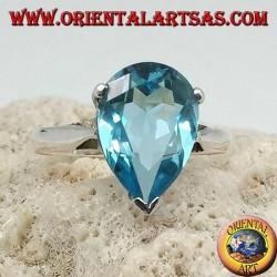 Anello in argento con topazio azzurro a goccia montatura a griffe