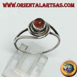 خاتم من الفضة مع عنبر طبيعي مستدير ملفوف بخيط فضي