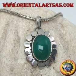 Ciondolo in argento con agata verde ovale contornata da borchie