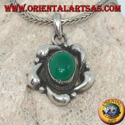 Silver pendant with oval green agate with decorations