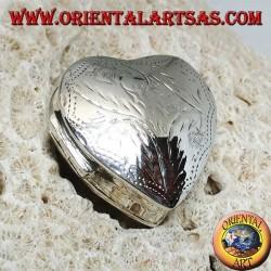 Scatola portapillole in argento (925‰) con incisioni, a forma di cuore
