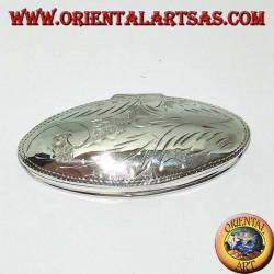 Scatola portapillole in argento (925‰) con incisioni,  di forma ovale