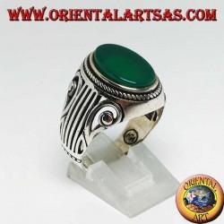 Anello in argento con agata verde ovale piatta ed una Lira (arpa) intagliata sui lati