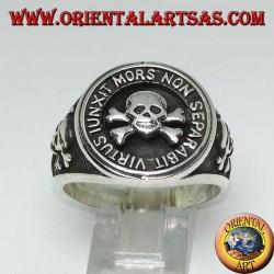 """Junxit mors non separabit virtus"" skull ring in silver"