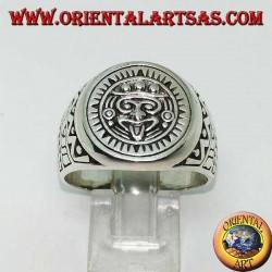 Bague en argent représentant la pierre du soleil (monolithe aztèque)