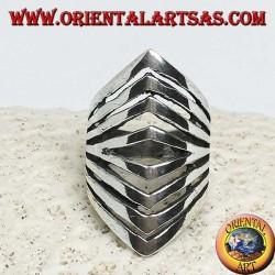 Anello in argento con intagli di rombi progressivi