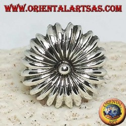 Daisy-shaped silver ring