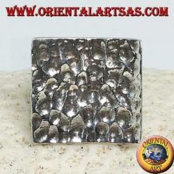 Anello in argento quadrato concavo e martellato grande