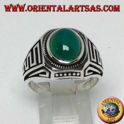 Anello in argento con agata verde ovale a cabochon e onde in bassorilievo sui lati