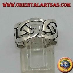 Perforierter Silberring mit keltischem Knoten