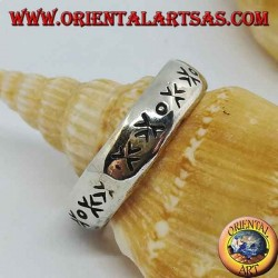Silver ring with engraved arrows