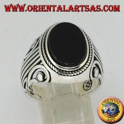 Silver ring with flat oval onyx and a Lira (harp) carved on the sides