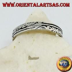 Anello fedina in argento con incisioni