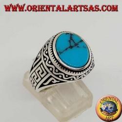Anello in argento con turchese ovale piatta con greca sui lati dell'anello