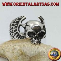 Bague en argent, crâne sans mâchoire entre les ailes du motard