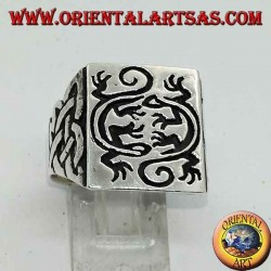 Square silver ring with engraved double mirror gecko seal