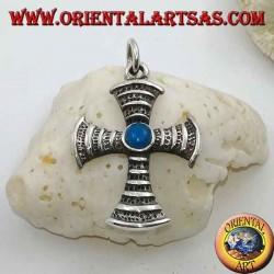 Ciondolo in argento a forma di croce con turchese tondo centrale