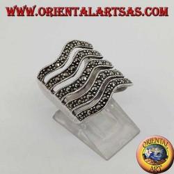 Anello in argento a fascia di 5 linee ondulate con marcasite