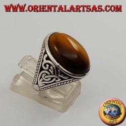 Серебряное кольцо с овальным тигровым глазом и рельефными украшениями по бокам